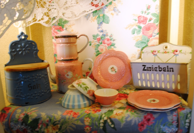 Pink enemled coffee pot