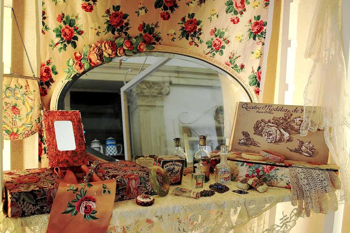 Specchio barbola con rose