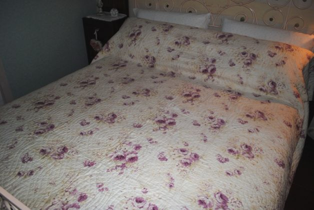 Durham quilt mauve roses full