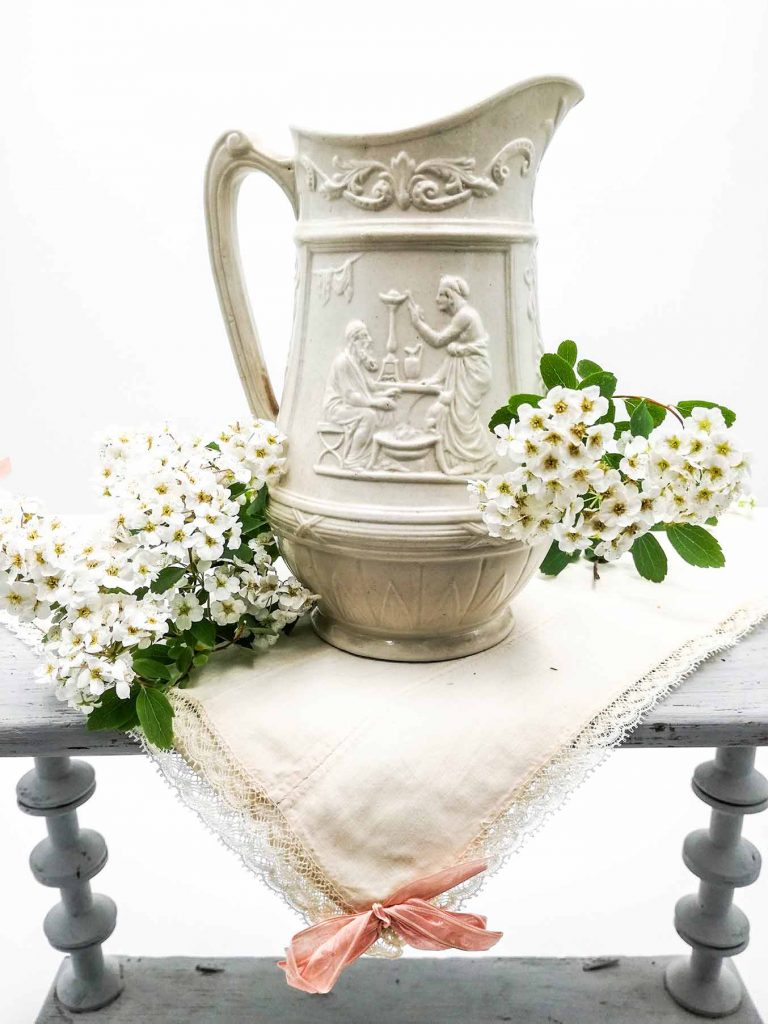 Brocca antica in ceramica tipo barbotine