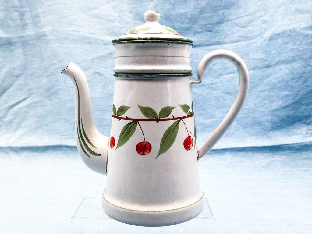 Caffettiera in smalto francese bianca con decoro ciliegie